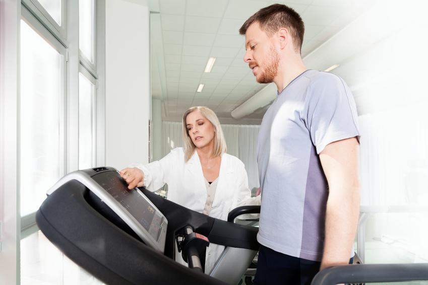 Haltungs- und Bewegungsdiagnostik – Untersuchung von Körperhaltungsfehlern